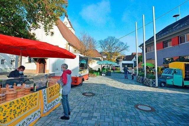 In Freiburg-Munzingen ist das Interesse am neuen Wochenmarkt vom Start weg groß