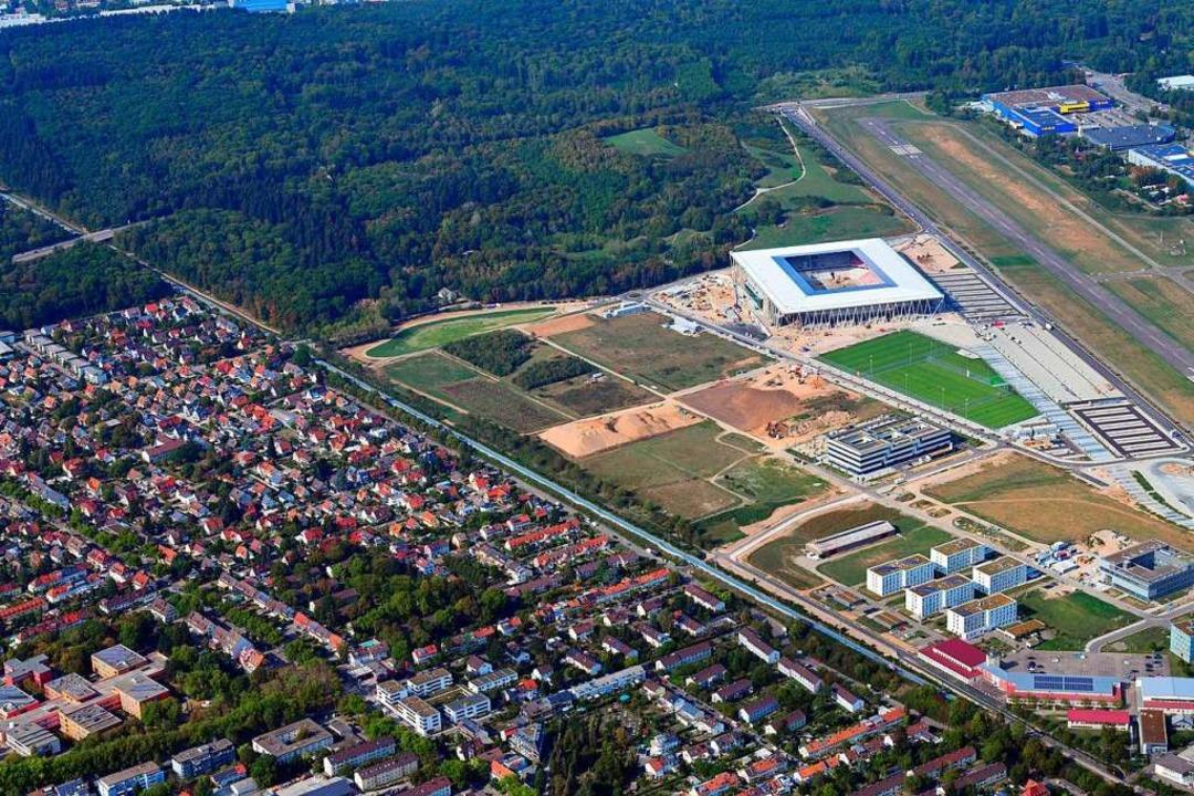 Der Geltungsbereich der Stadionverordn...ten Wolfsbuck hinter dem Stadionneubau  | Foto: Erich Meyer