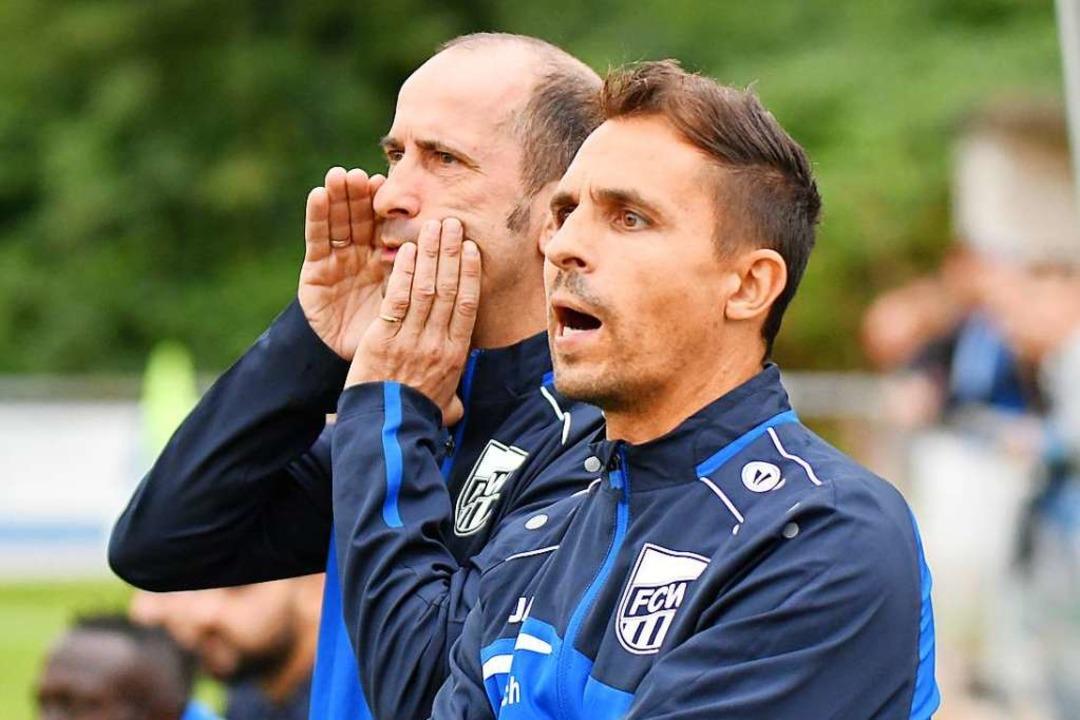 Jan Ernst, Trainer des FC Waldkirch (im Vordergrund)  | Foto: Achim Keller