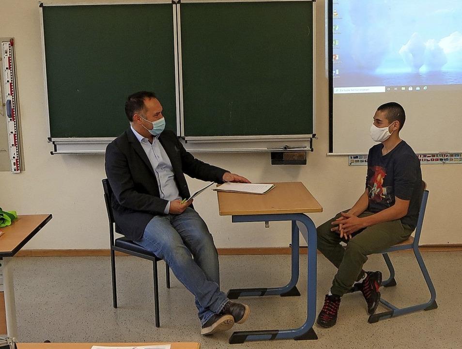 Dialoge, die im Bewerbungsgespräch auf...pielte Michael Nopper mit ihnen durch.  | Foto: Wolf-Dieter John