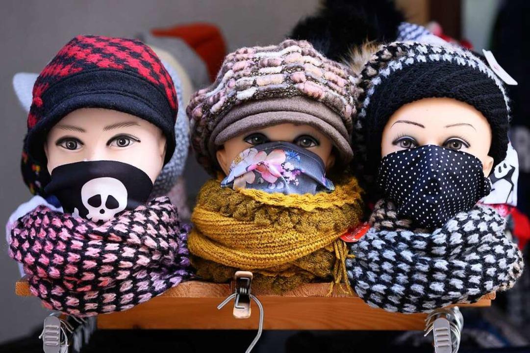 Können sogar gegen schlechte Stimmung ganz gut helfen: Masken  | Foto: Sebastian Kahnert (dpa)