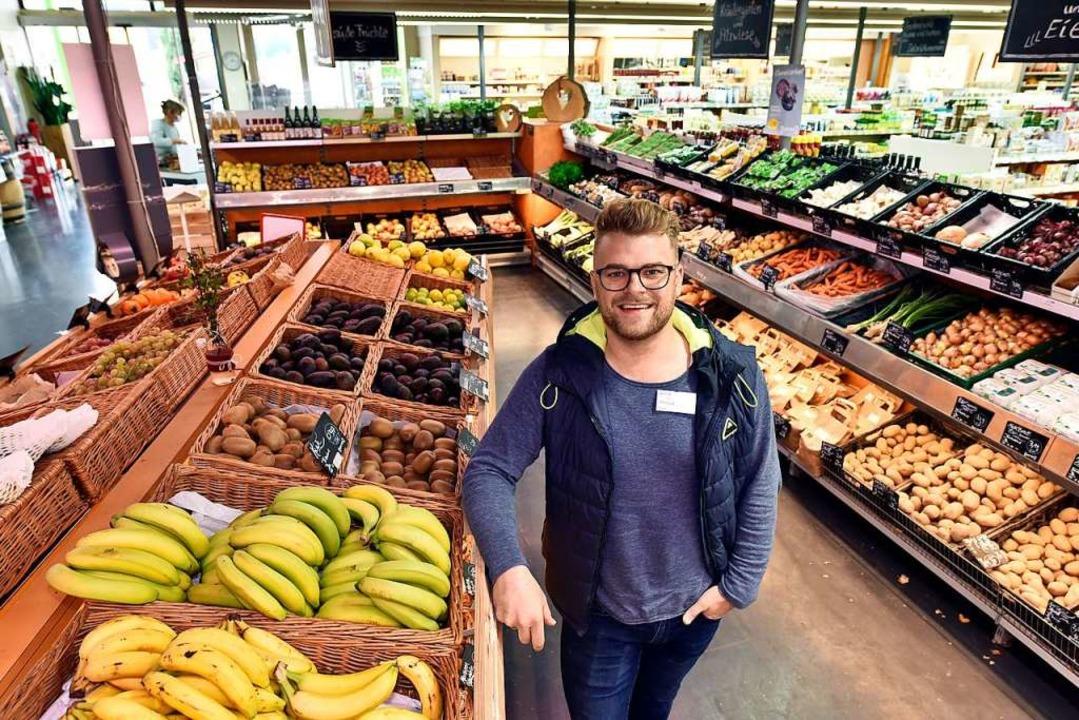 Marktleiter Philipp Glatt im Vita-Biomarkt  | Foto: Thomas Kunz