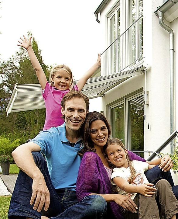 Familienglück kann in vorteilhaften   Wohnverhältnissen besonders gut gedeihen.  | Foto: Bausparkasse Schwäbisch Hall