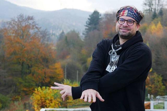 Benedikt von Droste zu Hülshoff ist Lamazüchter, Schnapsbrenner und Rapper