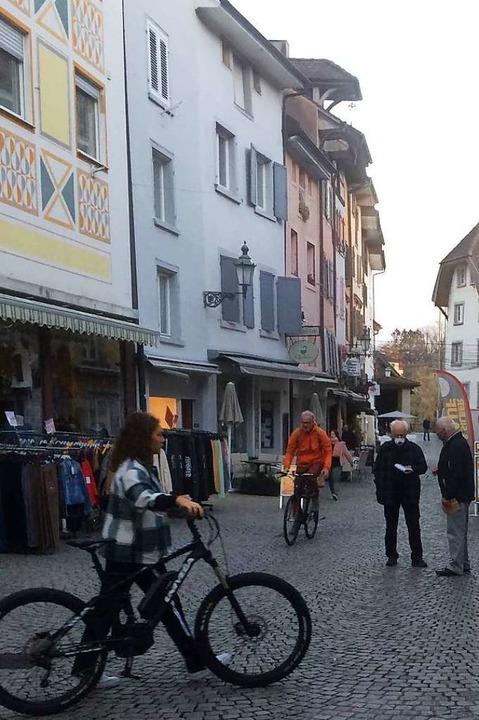 Wo sonst in Bad Säckingen das Leben spielt, sind nur wenige Passanten zu sehen.  | Foto: Annemarie Rösch