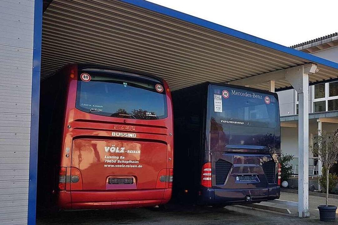 Abgemeldet: Die Busse der Firma Völz bleiben in der Garage.    Foto: Gerald Nill