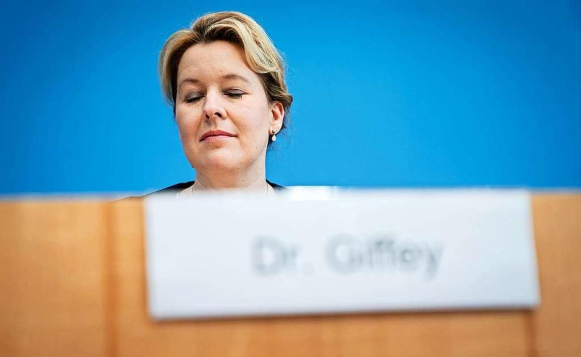 Franziska Giffey (SPD), Bundesminister...tet auf das Führen ihres Doktortitels.  | Foto: Kay Nietfeld (dpa)