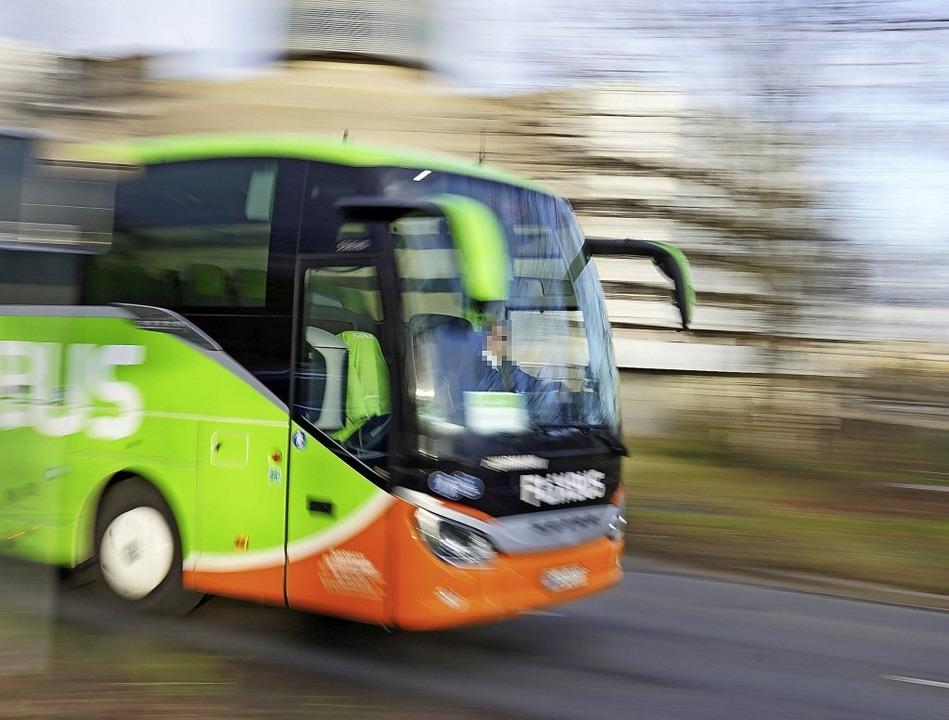 Mit dem Fernbus unterwegs: Rechte bei ... und anderen Problemen sind definiert.    Foto: stefan zeitz via www.imago-images.de