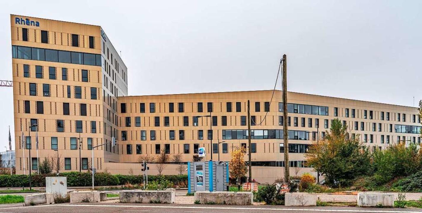 Die Rhéna-Klinik hat auch Patienten au...nikkapazitäten bereits erschöpft sind.  | Foto: bz