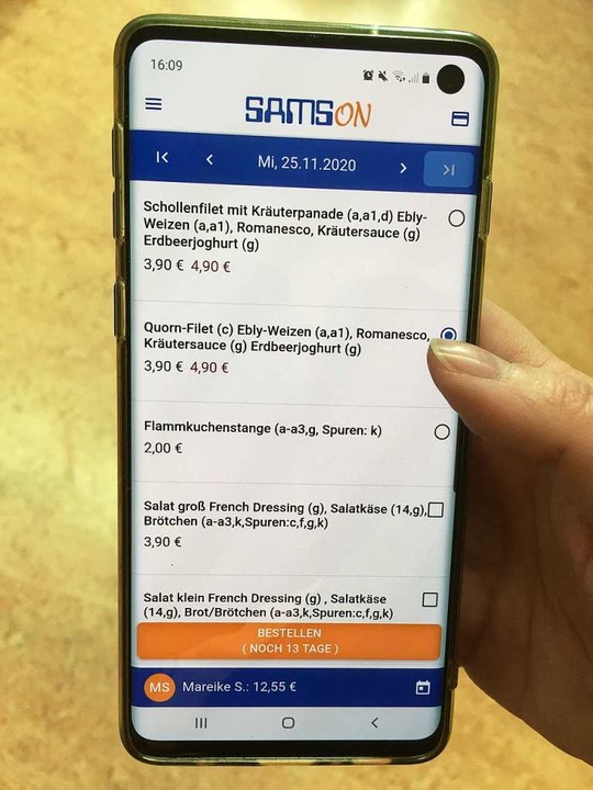 Blick auf die digitale Speisekarte: Mi...ltern und Schüler ihr Essen aussuchen.  | Foto: Gemeindeverwaltung
