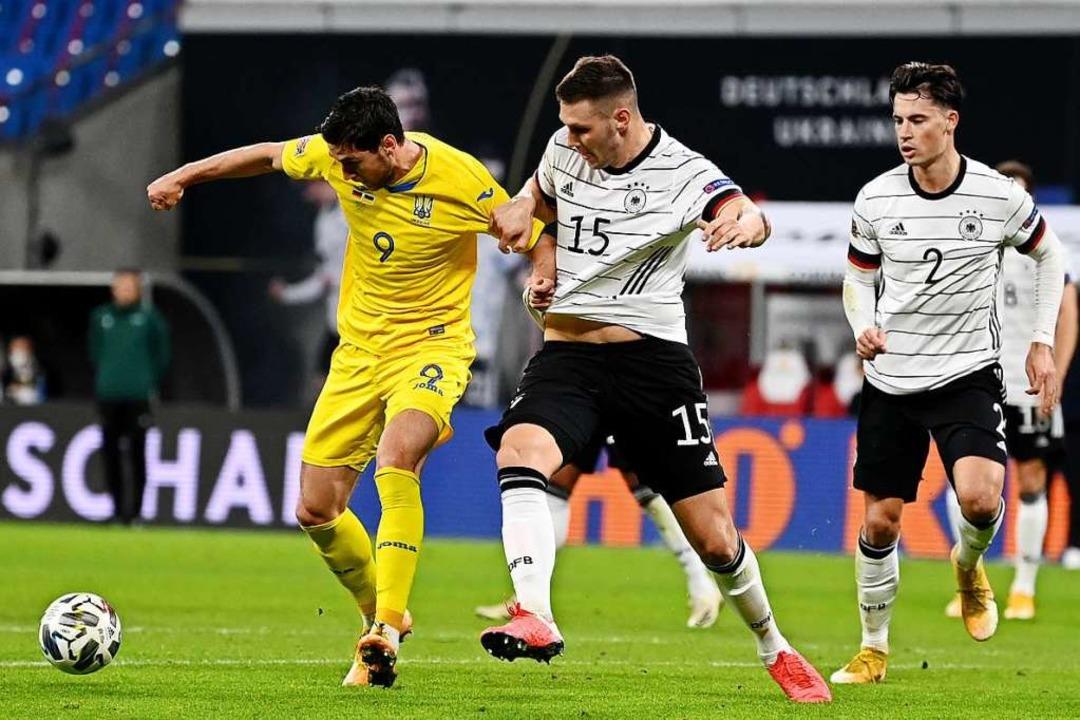 """""""Es ist beschämend für die Europ...e-Spiel Deutschland gegen die Ukraine.    Foto: Robert Michael (dpa)"""
