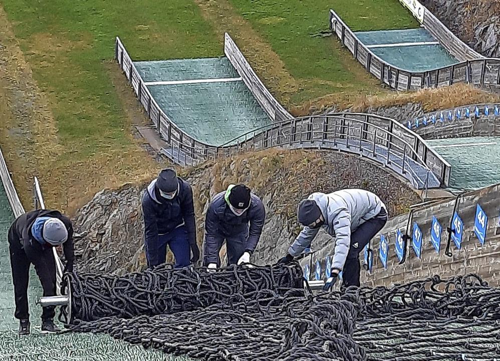 Abgerollt: Vier Netze braucht es, um d...uropaparkschanze winterfest zu machen.  | Foto: Johannes Bachmann