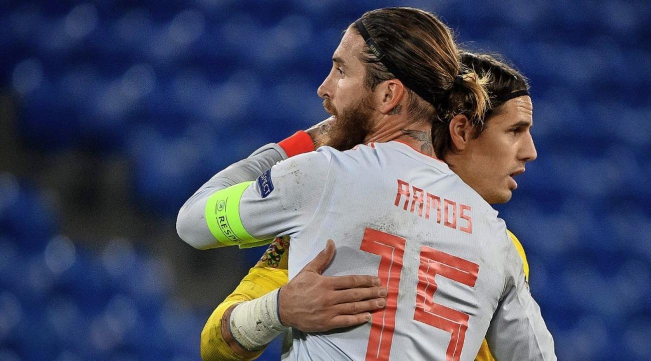 Sergio Ramos und Yann Sommer nach dem Spiel   | Foto: FABRICE COFFRINI (AFP)