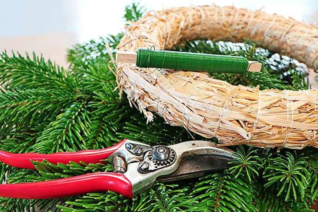 Mit Rebschere und Bindedraht gelingt d...g, der hier aus Stroh hergestellt ist.  | Foto: Europa-Park