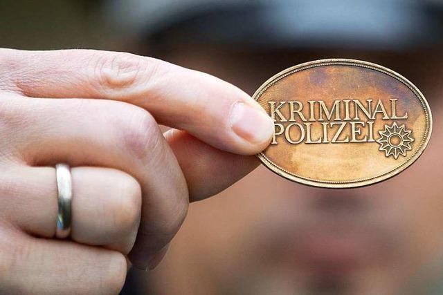 Angeklagter half einer Polizisten-Trick-Bande