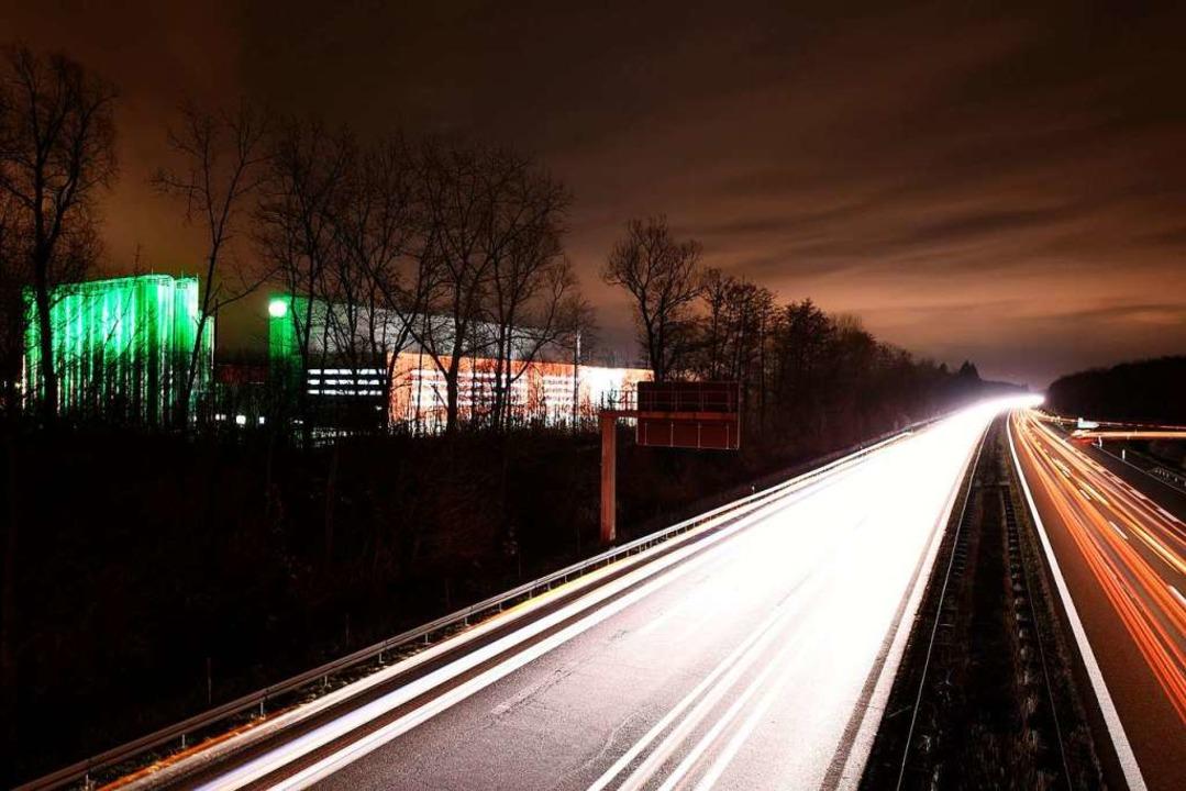 In der Nacht vom 16. auf den 17. Novem...e Abfahrt Teningen an der A5 gesperrt.  | Foto: Jonas Hirt