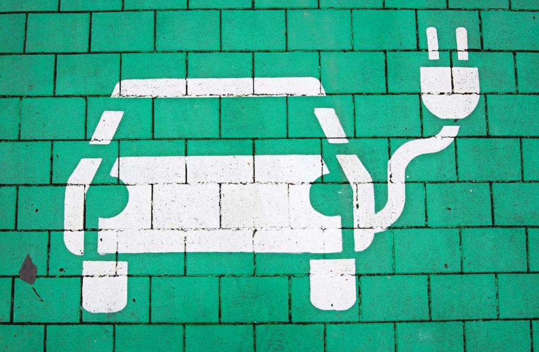 Private E-Ladestationen sind bislang selten.   | Foto: Julian Stratenschulte (dpa)
