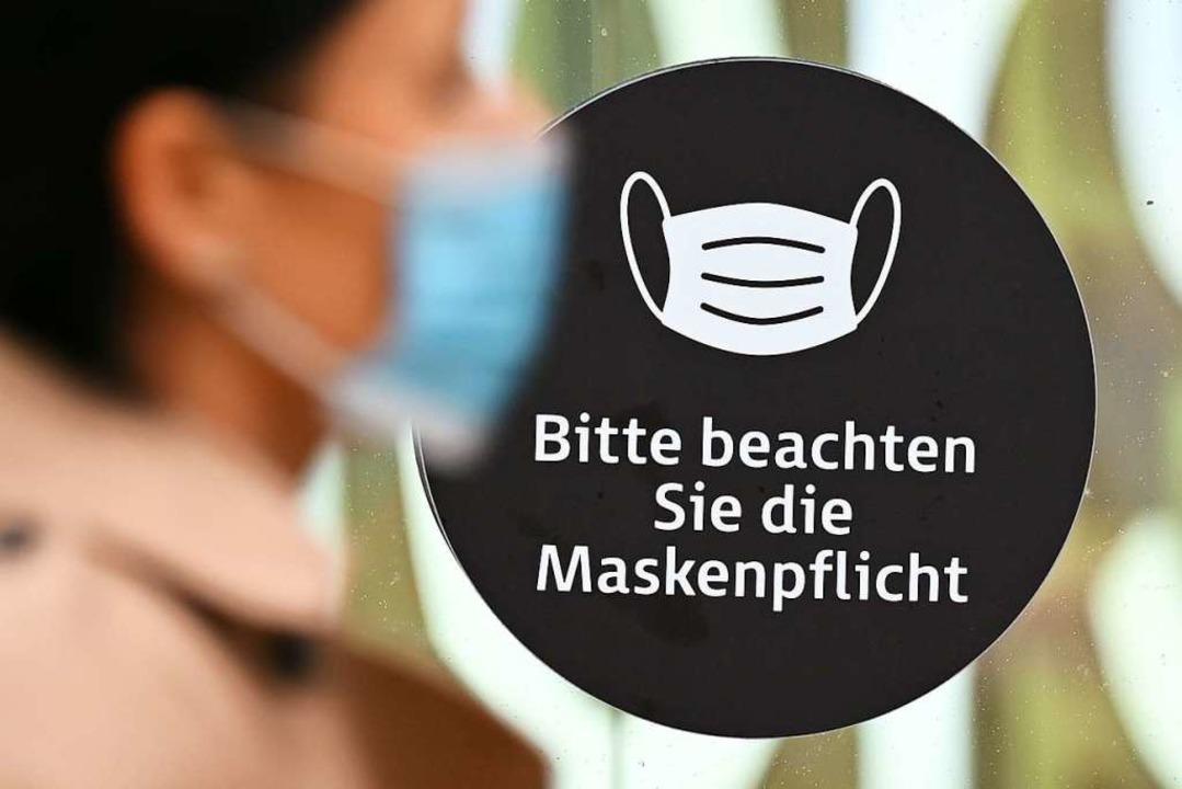 Die Neufassung des Infektionsschutzges...ht bis zur Schließung von Restaurants.  | Foto: Arne Dedert (dpa)