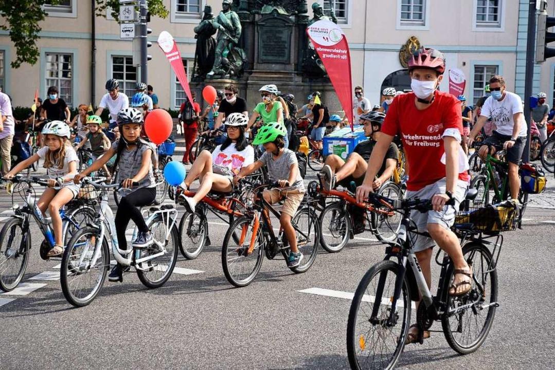 Der Radentscheid will mehr Platz für Radler und Fußgänger. Symbolbild.  | Foto: Thomas Kunz