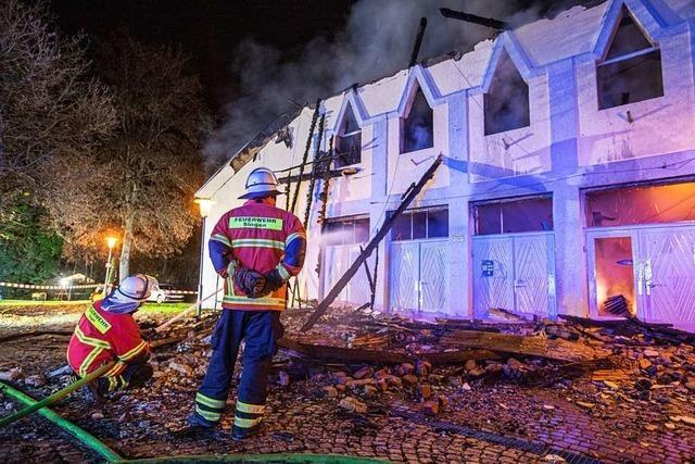 Denkmalgeschützte Singener Scheffelhalle geht in Flammen auf