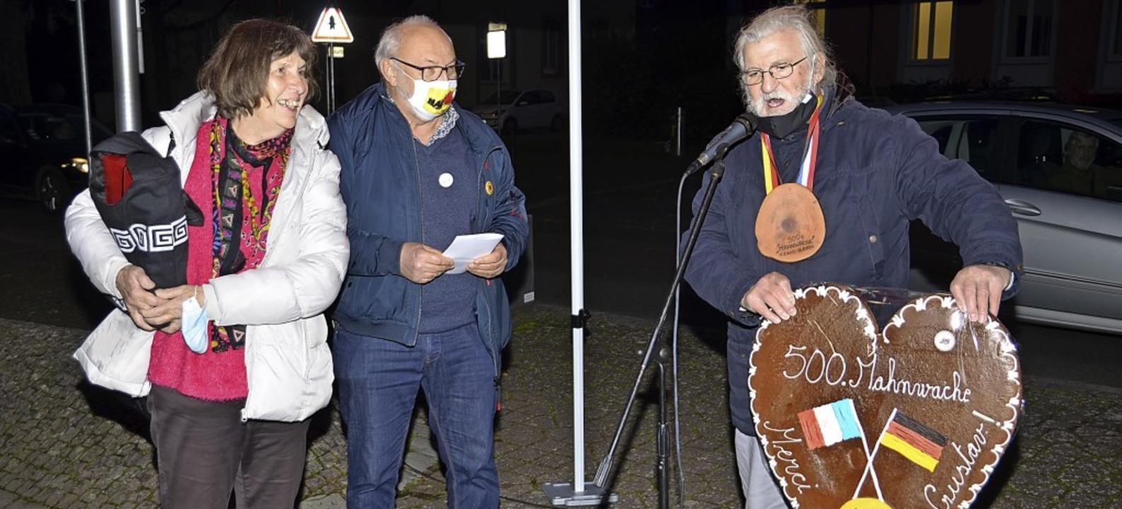 Susanne Rousselot und  André Hatz (Zwe...ammenarbeit ein großes Lebkuchenherz.   | Foto: Hans-Jochen Voigt