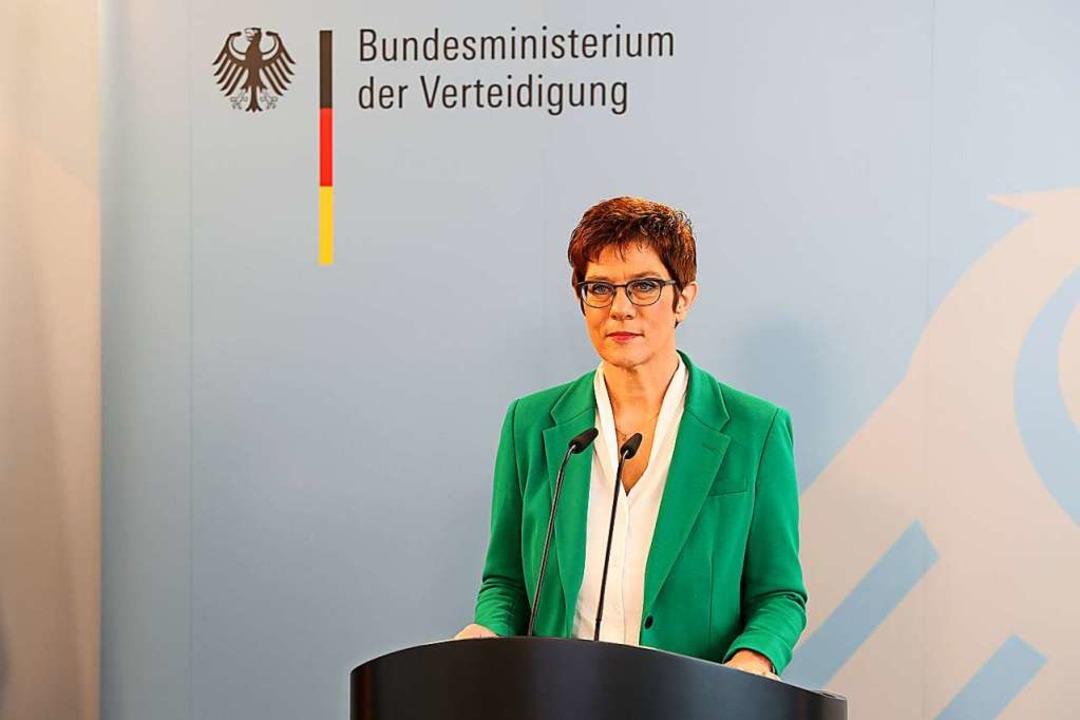 Bundesverteidigungsministerin Annegret... im Bundesministerium der Verteidigung  | Foto: Sebastian Wilke (dpa)