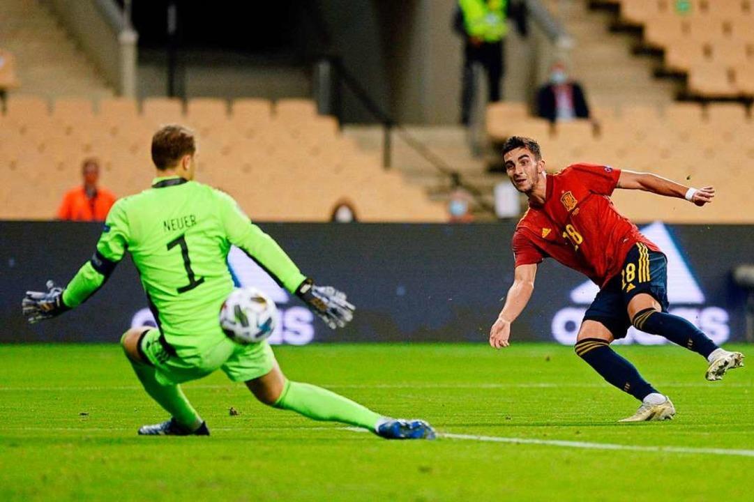 Dreifachtorschütze Ferran Torres gegen Deutschlands Torhüter Manuel Neuer  | Foto: CRISTINA QUICLER (AFP)