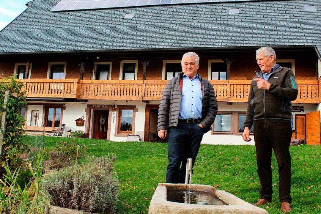 Die beiden Brüder Josef (links) und Os...Hauptgebäude des Christenmartinshofs.   | Foto: Erich Krieger