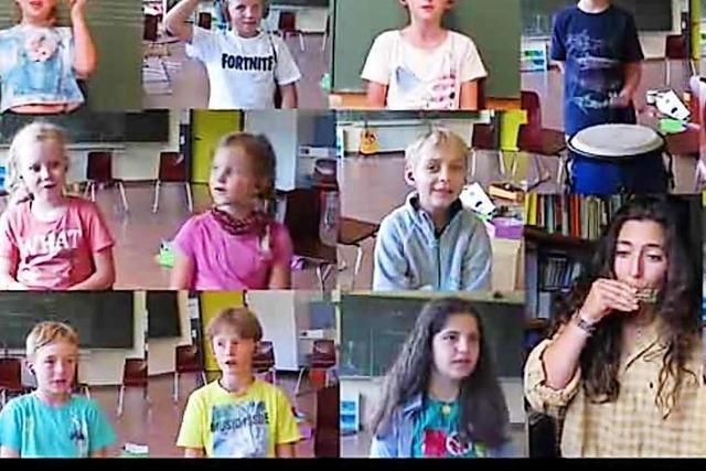 Schüler in Buchenbach spielen eigenes Schullied ein