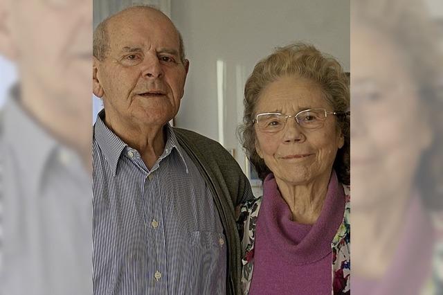 Paar schöpft Kraft aus der täglichen Lektüre der Bibel