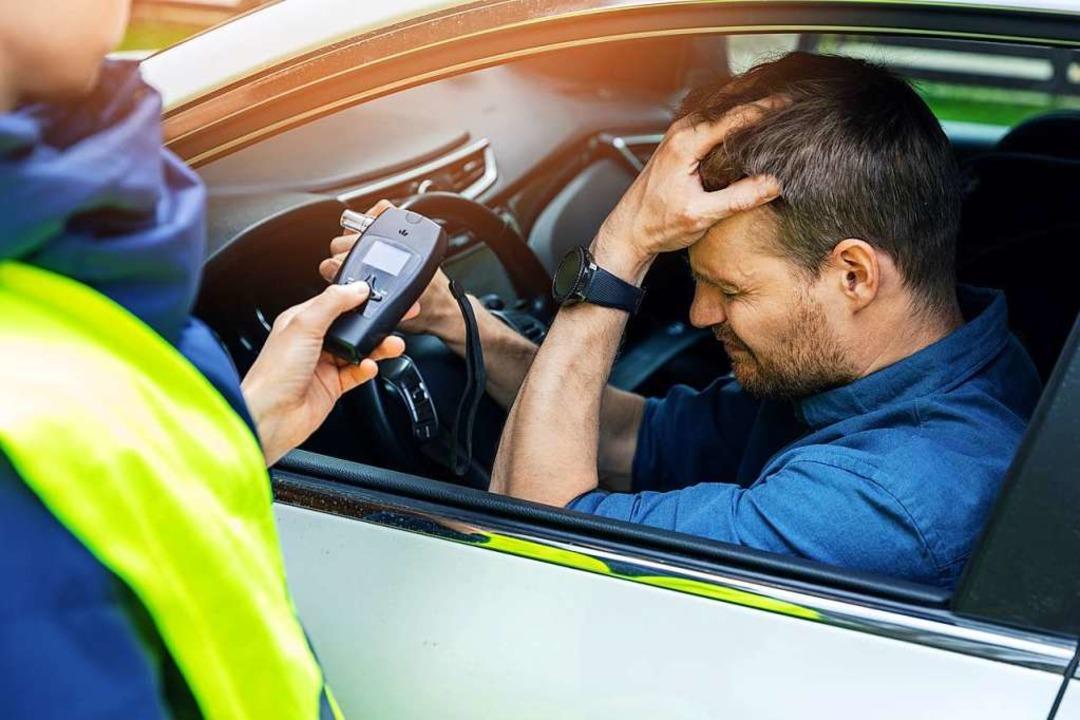 Wer alkoholisiert Auto fährt, muss mit weitreichenden Konsequenzen rechnen.    Foto: ronstik