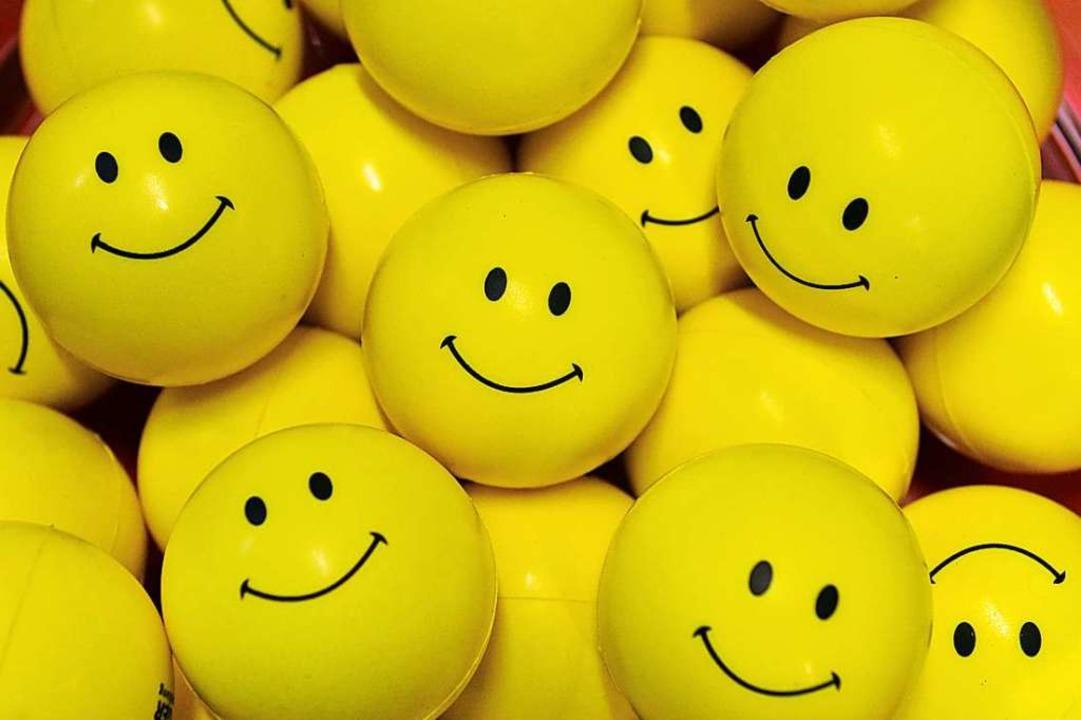 Welche Rolle spielen Alter, Geschlecht und Wohnort beim Glück?  | Foto: Martin Schutt (dpa)