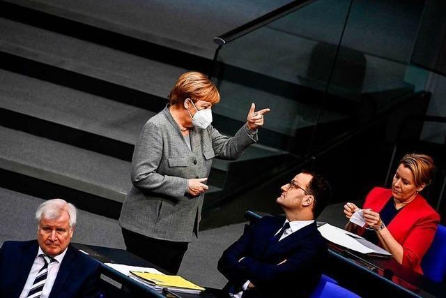 Atmosphäre in Berlin: Demokratie drinnen, Desinformation draußen