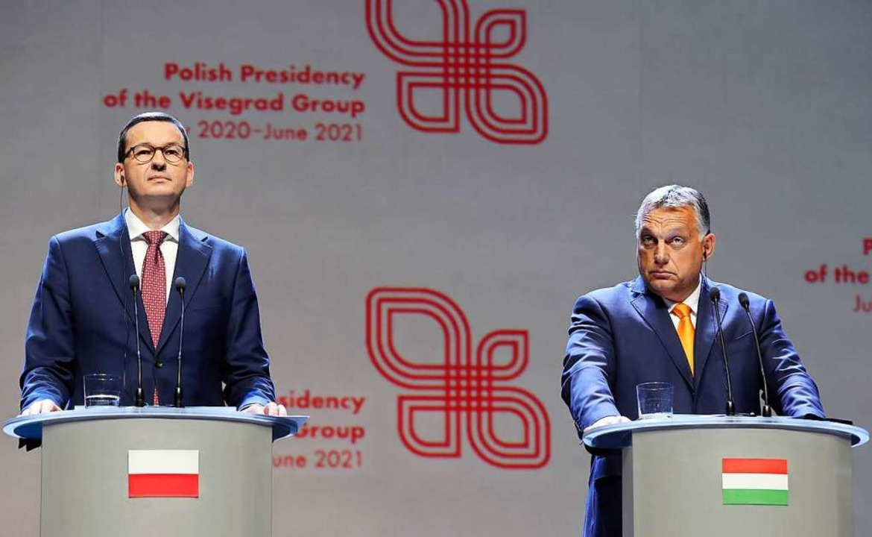 Mateusz Morawiecki (l), Ministerpräsid...r Orban, Ministerpräsident von Ungarn.    Foto: Czarek Sokolowski (dpa)