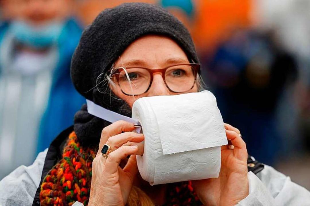 Auflagen kaltlächelnd zu missachten is...cht von Demonstrantinnen (Symbolfoto).    Foto: ODD ANDERSEN (AFP)
