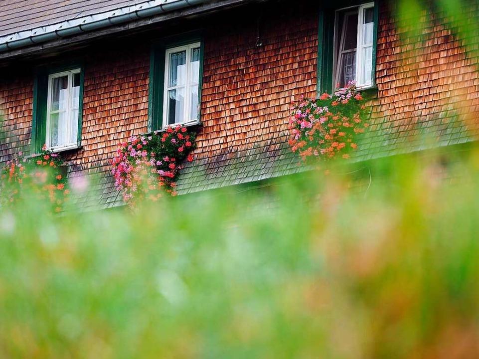 Schwarzwaldhaus mit typischen Holzschindeln in Aha    Foto: Susanne Gilg