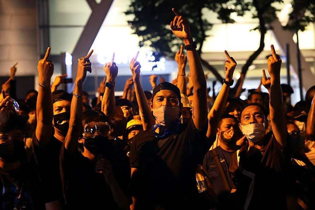 Proteste auf den Straßen Bangkoks &#82...s sie vom Regime und dem König halten.  | Foto: JACK TAYLOR