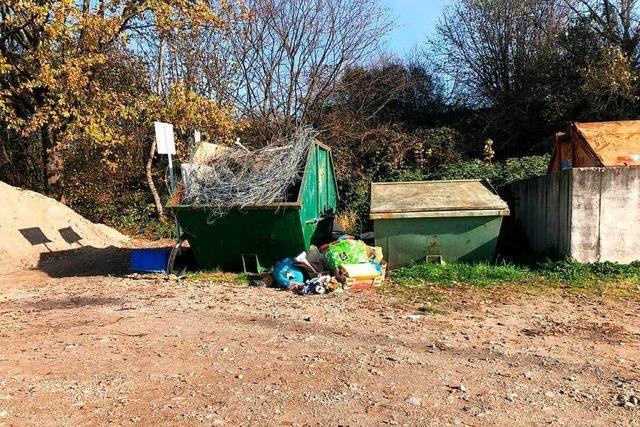 Wilder Müll beim Sportplatz in Orschweier