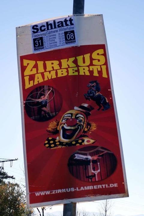 Die Plakate für die Auftritt waren schon gedruckt und ausgehängt.  | Foto: Hans-Peter Müller