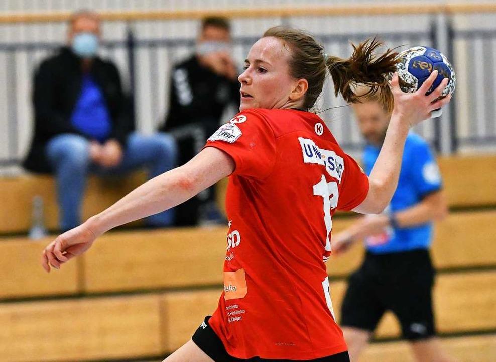 Spielmacherin Rebecca Dürr wird den Re...r Knieverletzung einige Wochen fehlen.  | Foto: Achim Keller