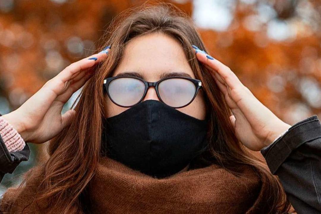 Beschlagene Gläser strapazieren zur Zeit die Nerven von Brillenträgern.  | Foto: Inga_Gedrovica