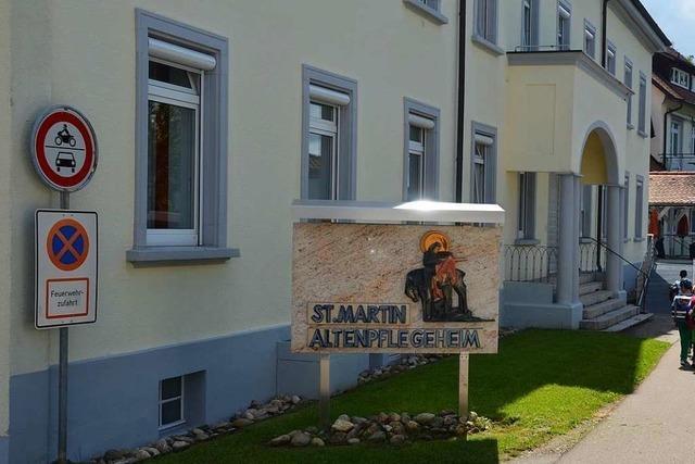Mitarbeiterinnen und Bewohner positiv – Besuchsverbot im Altenheim