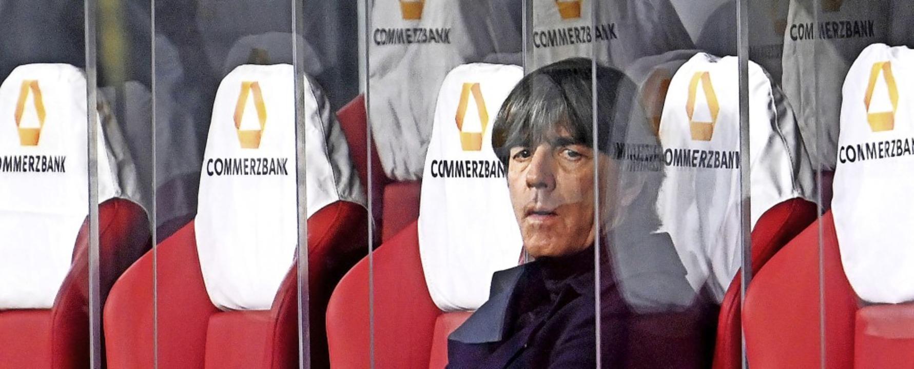 Welche Konsequenzen zieht  Joachim Löw... deutschen Fußball-Nationalmannschaft?  | Foto: Robert Michael (dpa)