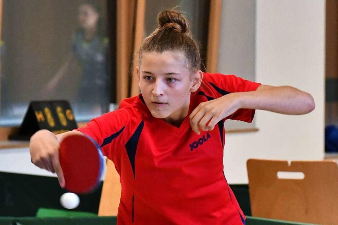 Antje Böhm vom TTC Suggental spielt mit etwas mehr Spin als ihre Schwester.  | Foto: Achim Keller