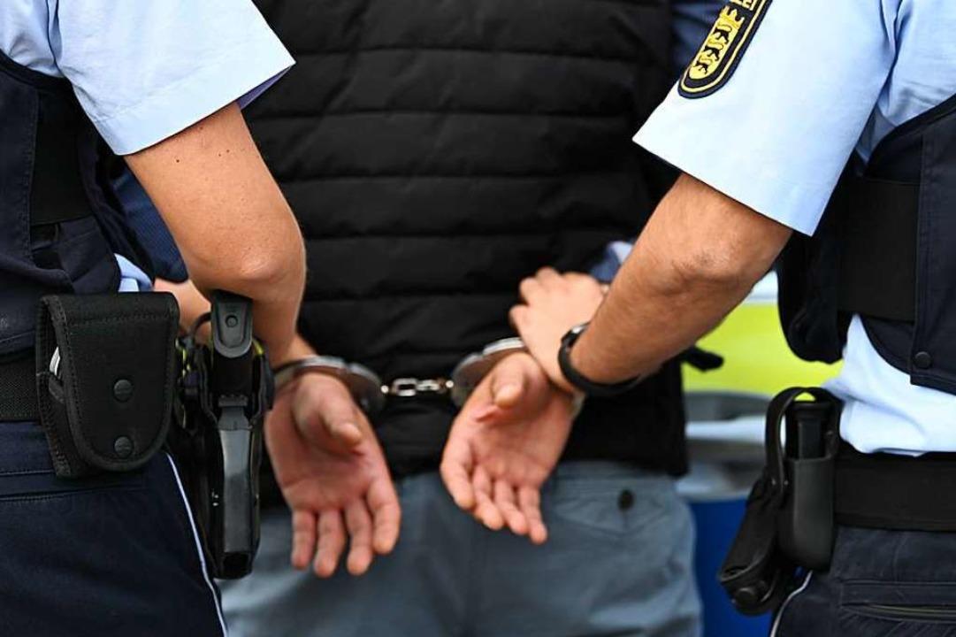 Beim Grenzübertritt konnte der Mann  a...lden festgenommen werden (Symbolfoto).  | Foto: Jonas Hirt