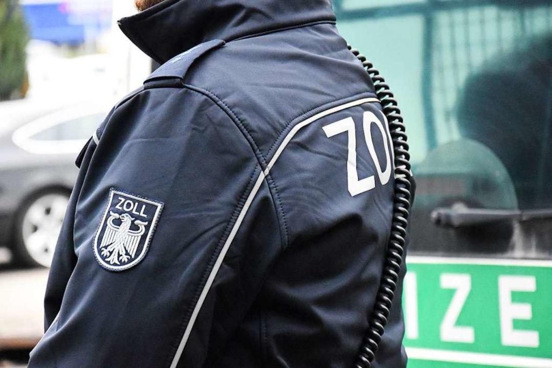 Die Zollbeamten übergaben den gesuchten Mann an die Polizei (Symbolfoto).  | Foto: Kathrin Ganter