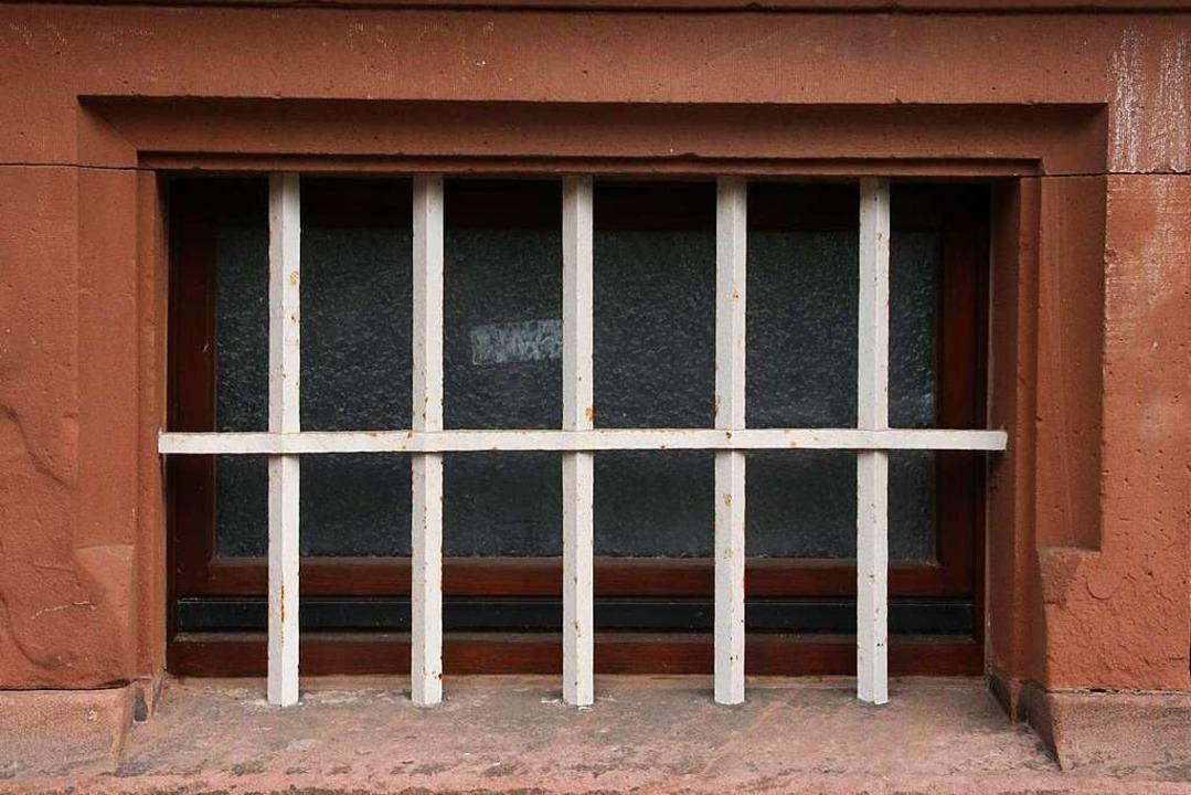 Vergitterte Kellerfenster  | Foto: Marlies Jung-Knoblich