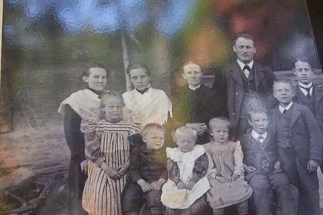 Ein altes Foto zeigt die Familie, die zuletzt die Stegmühle betrieb.  | Foto: Marlies Jung-Knoblich