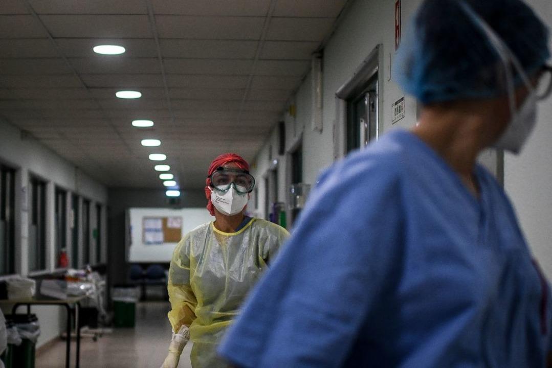Weltweit warten Ärzte auf Impfstoffe.  | Foto: PATRICIA DE MELO MOREIRA (AFP)
