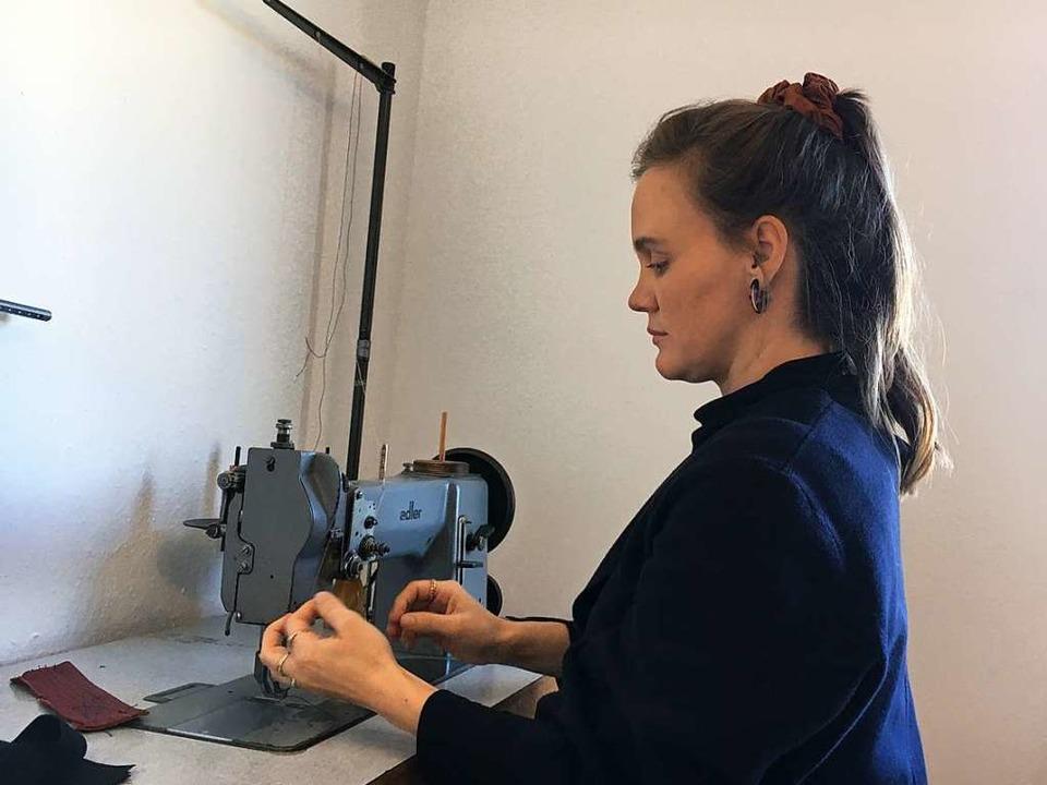 Anna-Lena Faix in ihrem Atelier in Gundelfingen  | Foto: Sarah Rondot